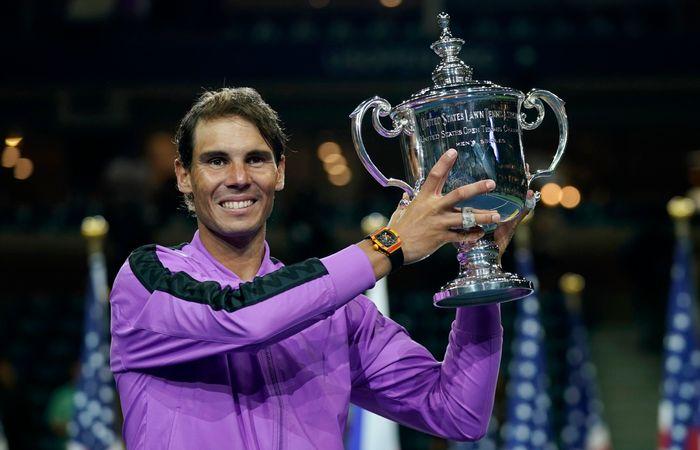 Rafael Nadal castigator trofeu