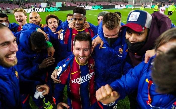 Echipa FC Barcelona bucurie calificare