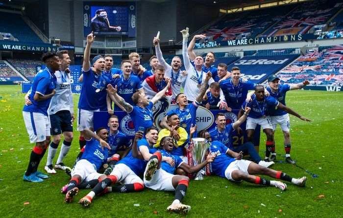 Glasgow Rangers sarbatoreste castigarea titlului