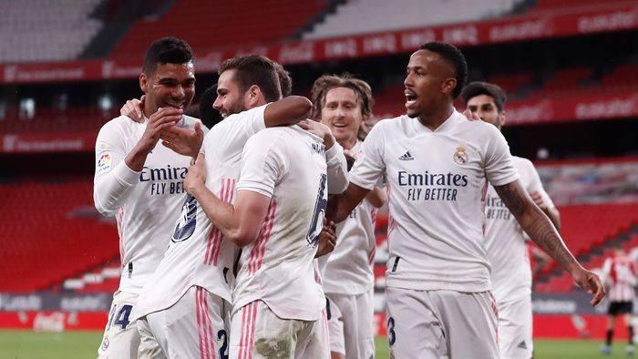 Jucatori Real Madrid bucurie dupa gol adunati in grup