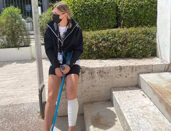 Simona Halep accidentata la gamba stanga la Roma