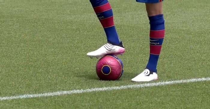Jucator cu mingea la FC Barcelona